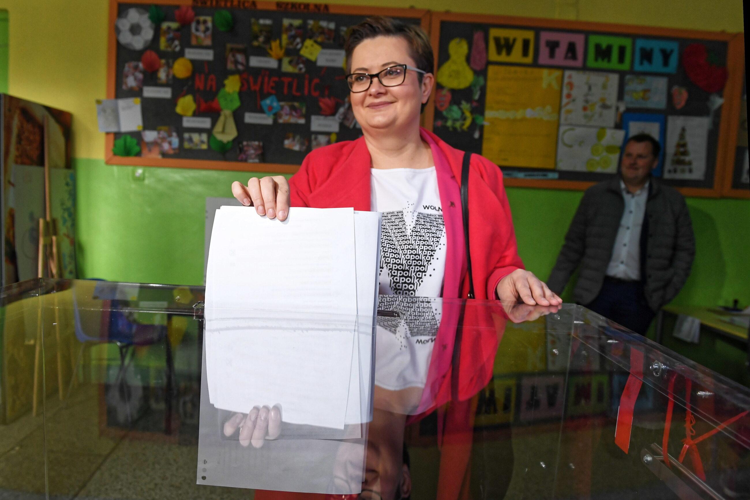 Katarzyna Lubnauer podczas głosowania w Łodzi