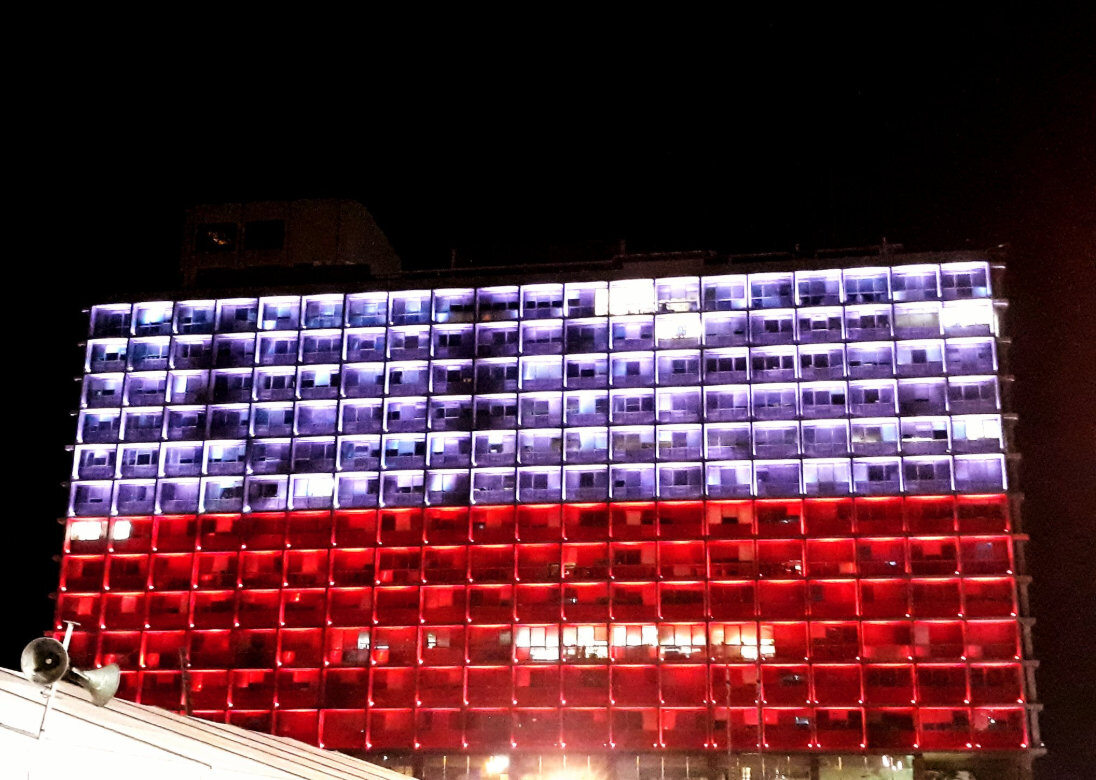 Ratusz w Tel Awiwie rozświetlony na biało-czerwono - Izrael świętuje 100-lecie razem z nami!